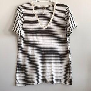 Babaton Tops - Medium t-shirt bundle {Babaton, Banana Republic}
